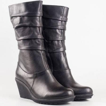 Дамски комфортни ботуши изработени от висококачествена естествена кожа на клин ходило в черен цвят 1900ch