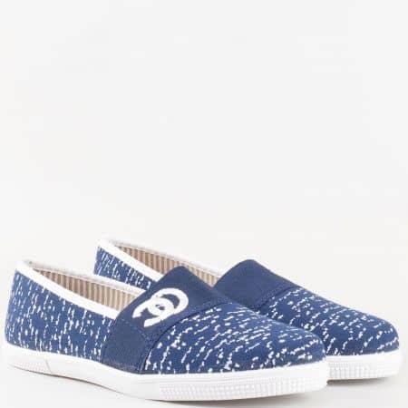 Дамски текстилни обувки в синьо и бяло с ластик и ефектен принт на бяло ходило 190516s