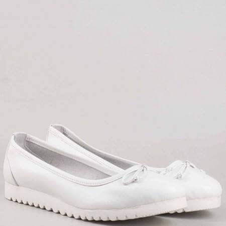Бели пролетно- летни обувки с панделка изцяло от естествена кожа 2006b