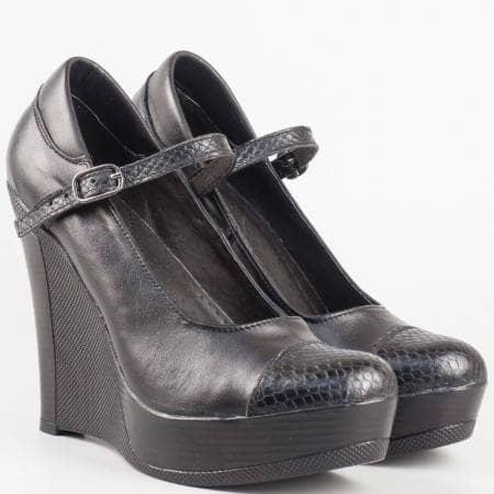 Дамски обувки на платформа от български производител, изработени изцяло от висококачествена естествена кожа в черен цвят 2008208chzch