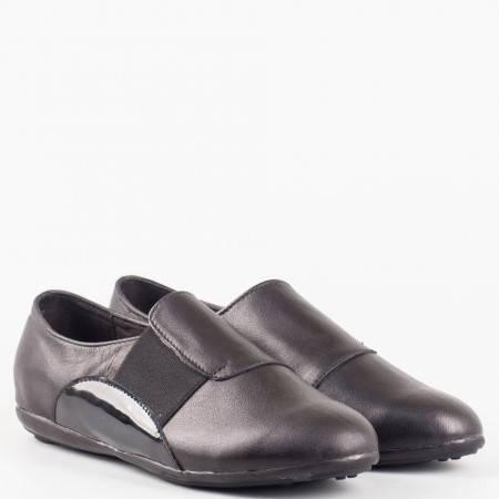 Ежедневна дамска обувка със спортна визия на равно ходило от висококачествена естествена кожа с допълнение от лак с ластик и кожена анатомична стелка 2013406ch