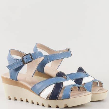 Дамски сандали за всеки ден произведени от изцяло естествена кожа на български производител в бяло и синьо 20215431s