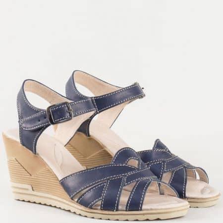 Дамски атрактивни сандали изработени от изцяло висококачествена естествена кожа на утвърден български производител в синьо 20215462s