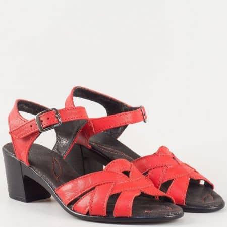 Дамски стилни сандали с ежедневна визия изработени от изцяло естествена кожа на български производител в червено 2027124chv