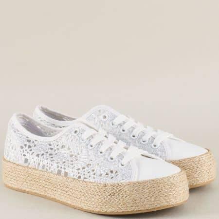 Бели дамски обувки с връзки на актуална платформа 2027b