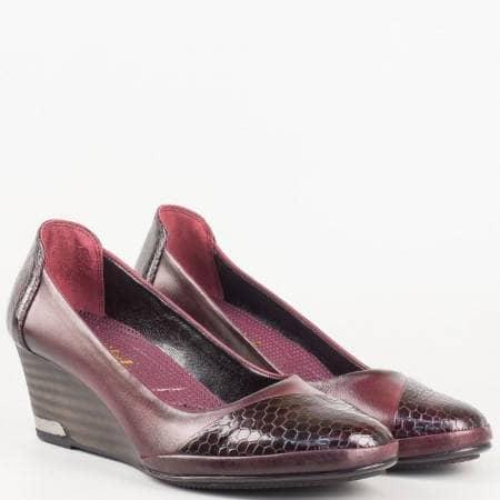 Дамски удобни обувки за всеки ден изработени изцяло от естествени материали - лак и кожа в цвят бордо 205102bd
