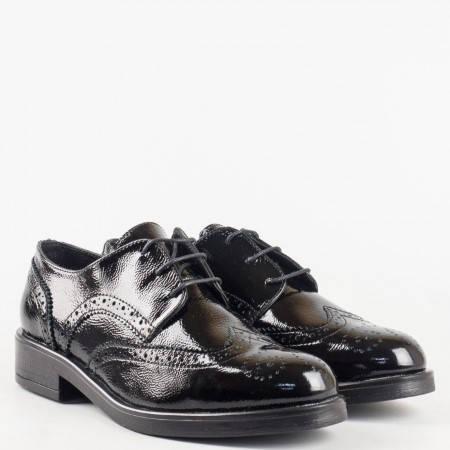 Лачени ежедневни дамски обувки  от естествен лак с кожена стелка и връзки 2078lch