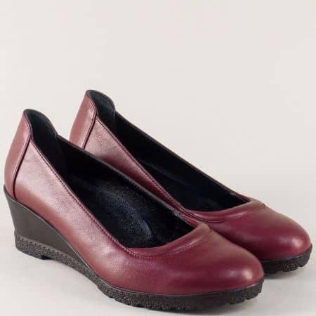 Кожени дамски обувки на удобно клин ходило в цвят бордо 21218bd