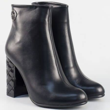 Елегантни дамски боти в черен цвят 21245ch