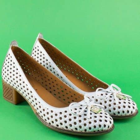 Бели дамски обувки на каучуково ходило с кожена стелка 2132b