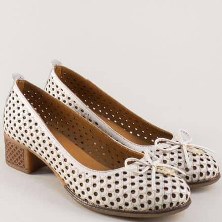 Перфорирани дамски обувки в бежов цвят на нисък ток 2132bj