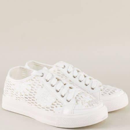 Спортни дамски обувки с перфорация в бял цвят 2153b