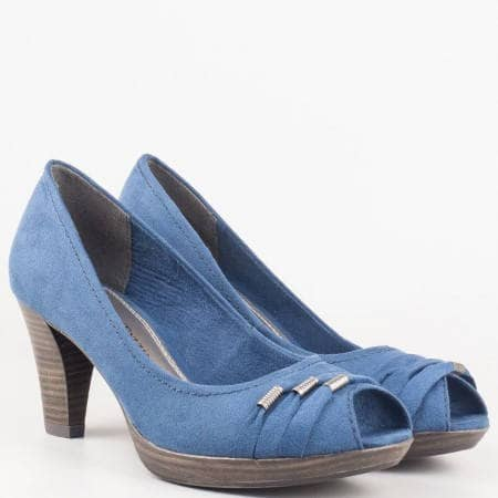 Дамски ежедневни обувки с отворени пръсти и метални капси на немския производител Marco Tozzi в син цвят 2229302vs