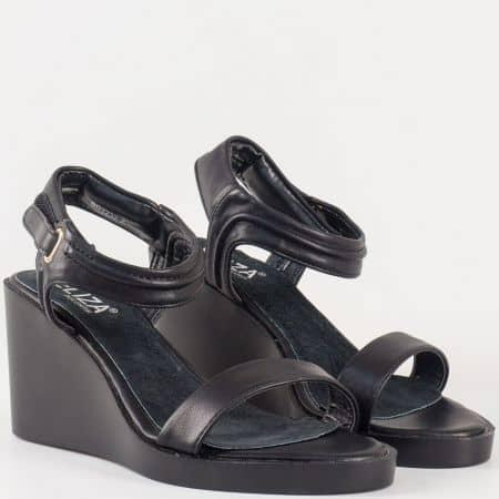 Изчистени дамски сандали на платформа със стелка от естествена кожа и велкро лента- Eliza в черен цвят 22322ch