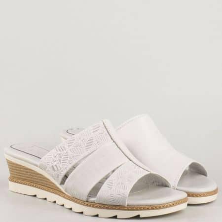 Дамски чехли на клин ходило с мемори стелка от бяла естествена кожа на немският производител- Marco Tozzi  227203b