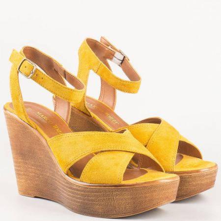 Актуални дамски сандали на висока платформа- Marco Tozzi от естествен велур в оранж 228372vo