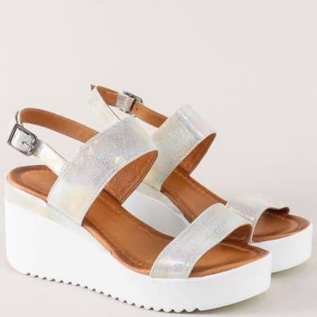 Кожени дамски сандали на платформа в сребристо 2348sr