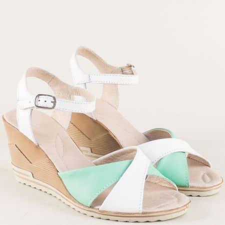 Кожени дамски сандали в бяло и зелено на комфортно клин ходило 24015462bz