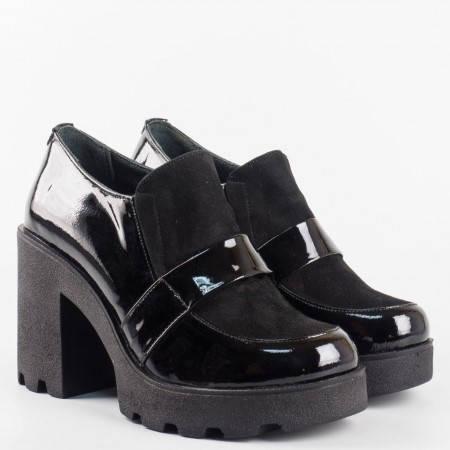 Дамски обувки от естествен лак в комбинация с естествен велур на платформа с удобен и стабилен ток 24593lch