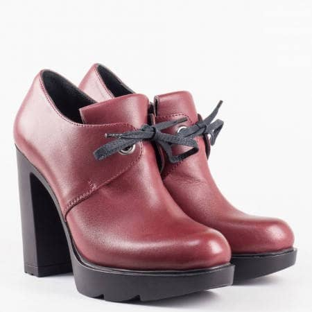 Дамски ежедневни обувки със семпла визия в модерния бордо цвят с връзки на стабилен висок ток 24696bd