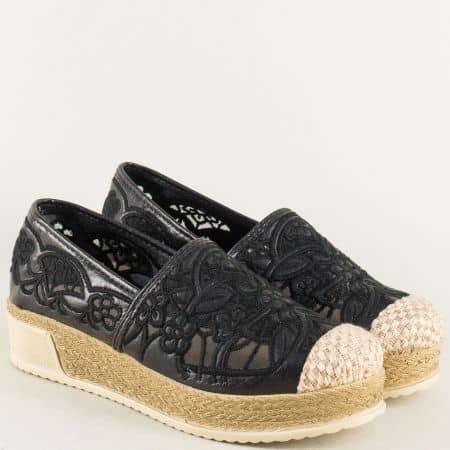 Черни дамски обувки на стабилна и комфортна платформа 250416ch