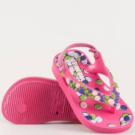 Детски силиконови сандали с лента между пръстите и ластик- Ipanema в розов цвят 2506320819