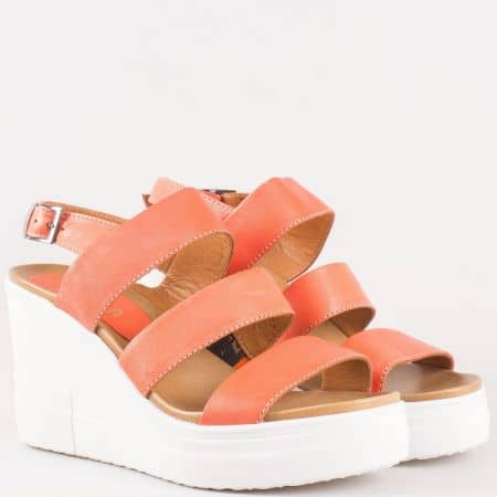 Дамски сандали за всеки ден на клин ходило произведени от висококачествена естествена кожа в оранжево 25550o