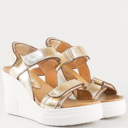Ултра модерни дамски сандали от естествена кожа в златно на бяла платформа с кожена стелка 25612zl