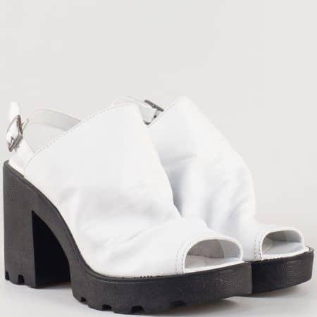 Дамски сандали с набрана сая изработена от 100% висококачествена естествена кожа в бял цвят 25667b