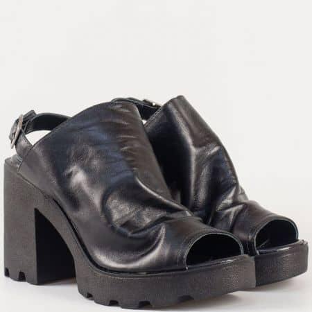 Ежедневни дамски сандали в черен цвят на висок ток и грайферна платформа в предната част от естествена кожа изцяло 25667ch