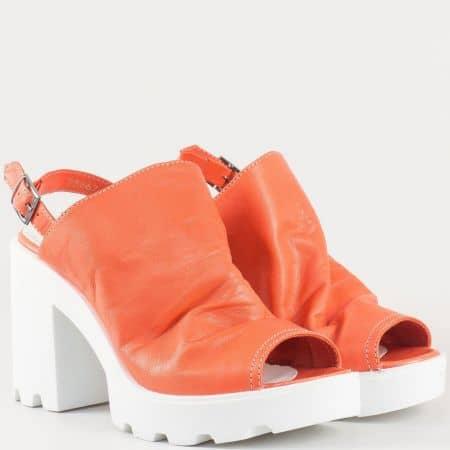 Атрактивни дамски сандали в оранж на висок ток и грайферна платформа в предната част от естествена кожа изцяло 25667o