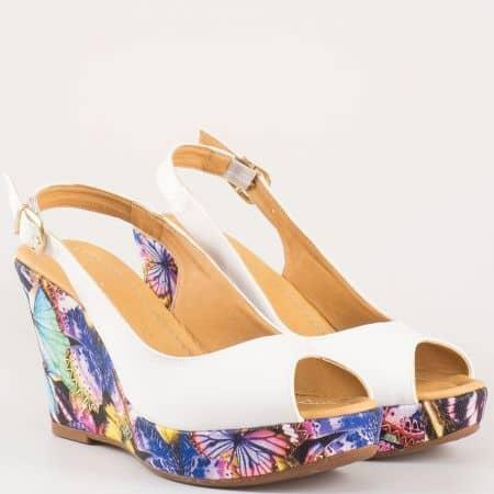 Модерни бели дамски сандали на платформа с пъстър принт 259684b