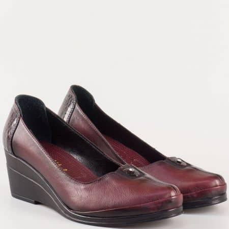 Ефектни дамски обувки на клин ходило от естествена кожа в цвят бордо 26092bd