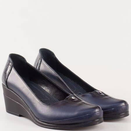 Красиви дамски обувки на клин ходило от естествена кожа в син цвят 26092s