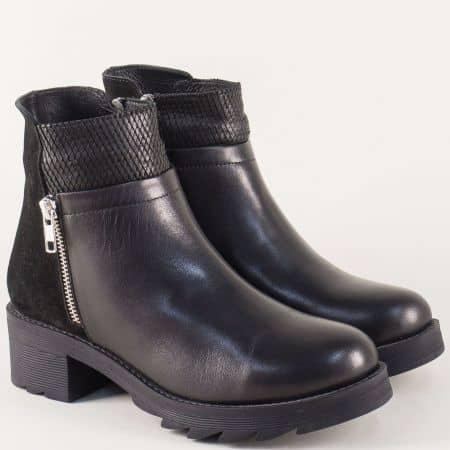 Черни дамски боти от естествена кожа и велур на среден ток 26586ch