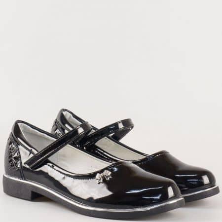 Лачени детски обувки в черен цвят на нисък ток с кожена ортопедична стелка и лепка 2668lch