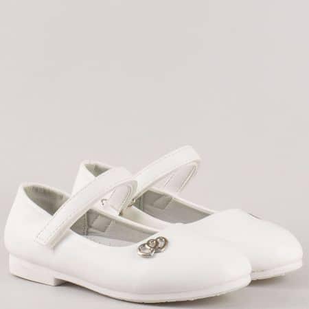 Унгарски детски обувки в бяло на нисък ток с кожена ортопедична стелка и лепка 2725b