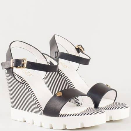 Дамски атрактивни сандали със естествена кожена стелка и младежка визия на български производитил Eliza в черно 293294ch