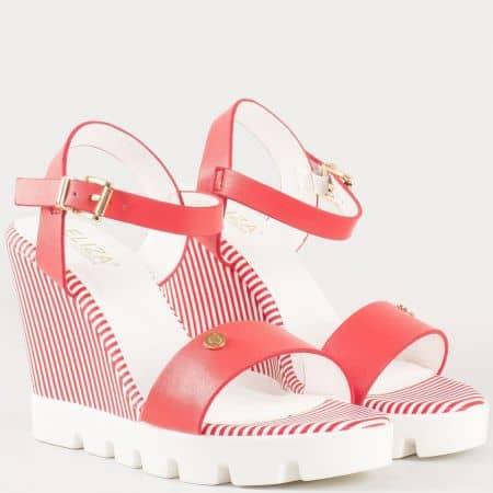 Дамски младежки сандали на удобно клин ходило с естествена кожена стелка на българския производител Eliza в червен цвят 293294chv