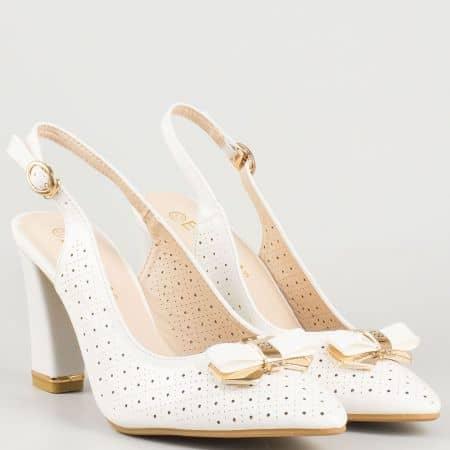 Елегантни бели дамски обувки с отворена пета  30069645b