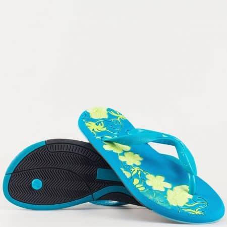 Ярко сини дамски джапанки на равно, гъвкаво ходило с лента между пръстите и флорални мотиви- GRAND ATTACK 30132s