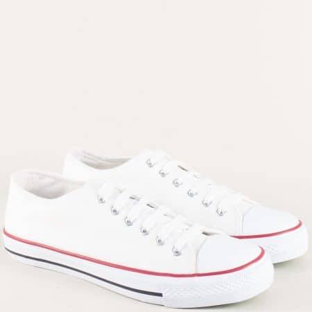 Дамски кецове на равно и комфортно ходило в бял цвят 30234-40b