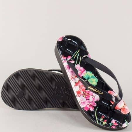 Дамски джапанки в черно с цветен принт на комфортно ходило 30245ch