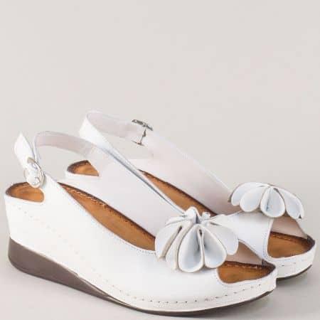 Шити дамски сандали от бяла естествена кожа с катарама 3031b