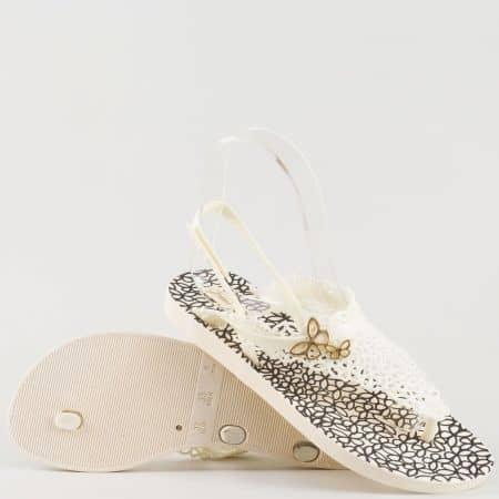 Дамски атрактивни сандали за лятото със свежа визия и лента между пръстите на Grand Attack в бяло и черно 30669b