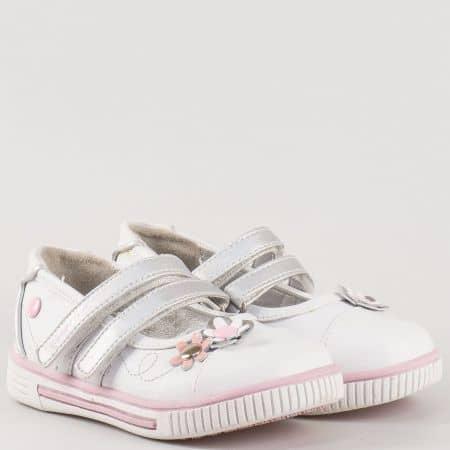 Детски атрактивни обувки изработени от висококачествена еко и естествена кожа на български производител в бяло 3101076b