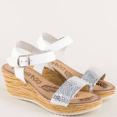 Кожени дамски сандали в бял цвят на комфортна платформа 3175b