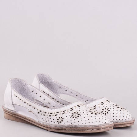 Равни дамски шити обувки изцяло от естествена кожа с флорална перфорация в бяло 3327b