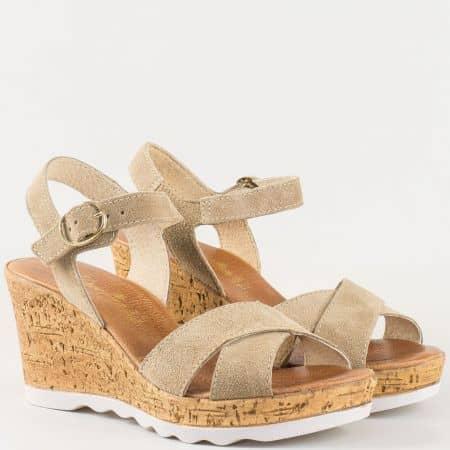 Дамски атрактивни сандали за всеки ден произведени от изцяло естествени материали - велур и кожа в бежово 341952vbj