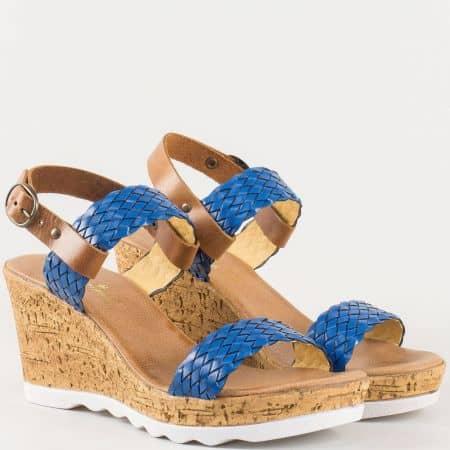 Дамски сандали за всеки ден със свежа лятна визия изработена от висококачествена естествена кожа, включително стелката на български производител в синьо и кафяво 341960ps